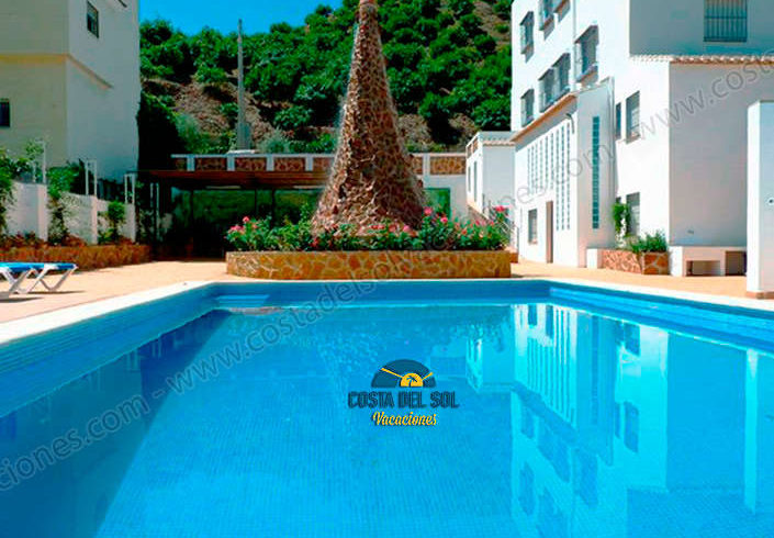 Complex of 4 rural apartments with pool in Almáchar