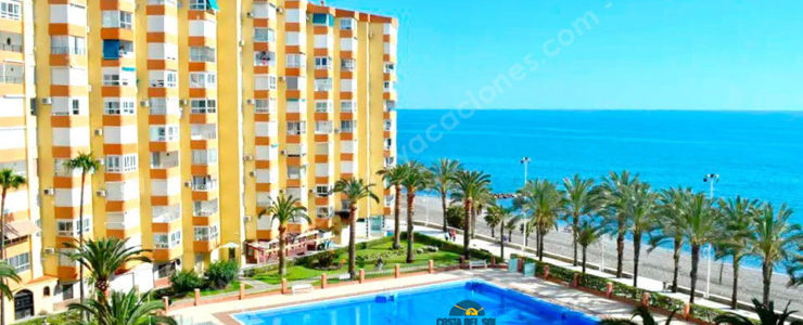 Studio 50 meters from the beach with sea views